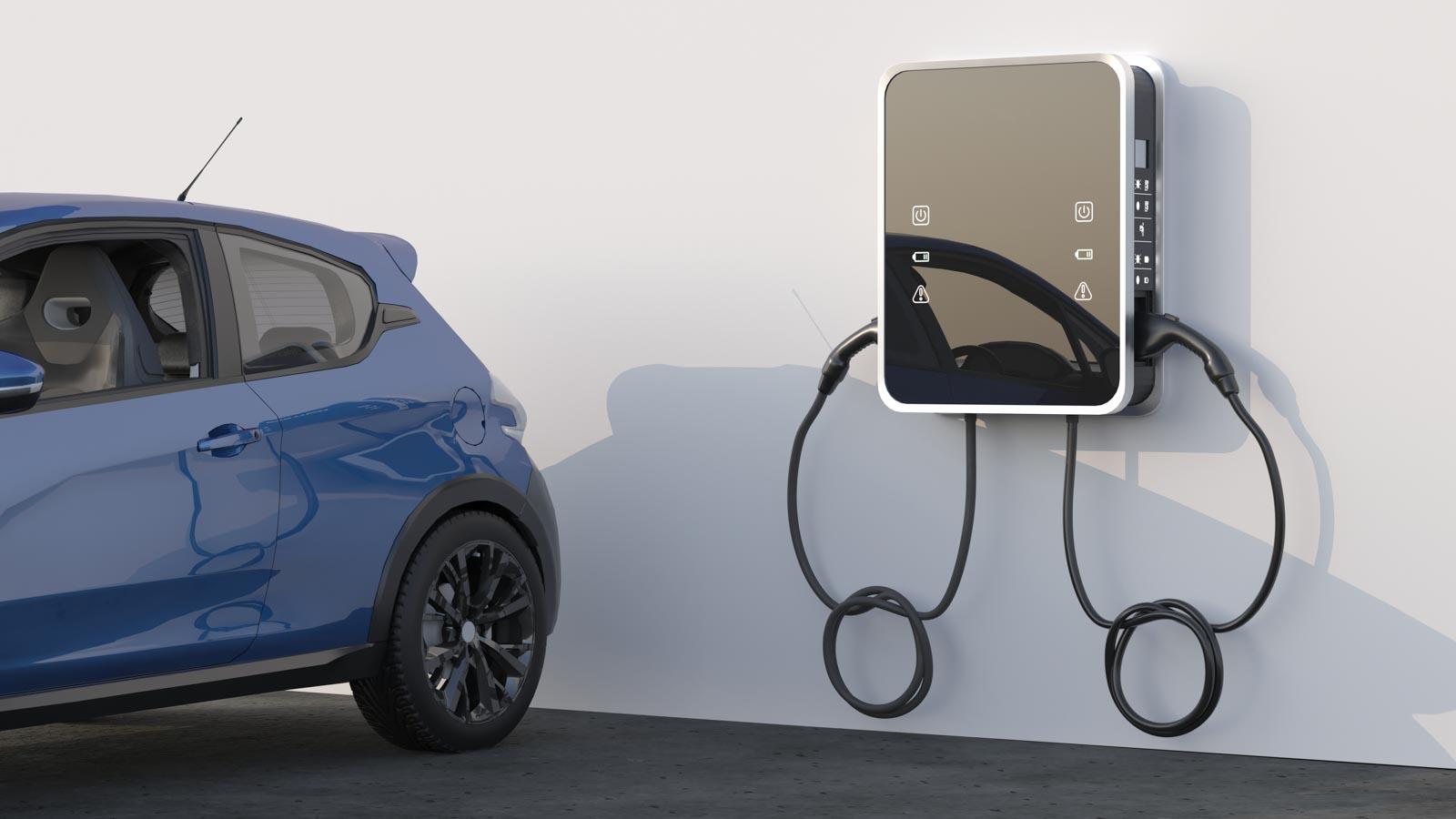 Kleinwagen vor Hauswand mit Elektroauto-Ladestation mit zwei Ladepunkten