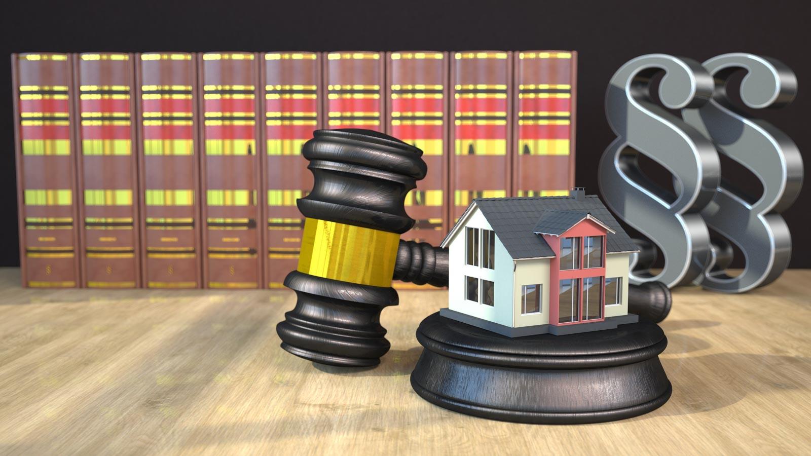 Grafik Gerichtsurteil Immobilie mit Richterhammer Gesetzesbüchern und Paragrafen