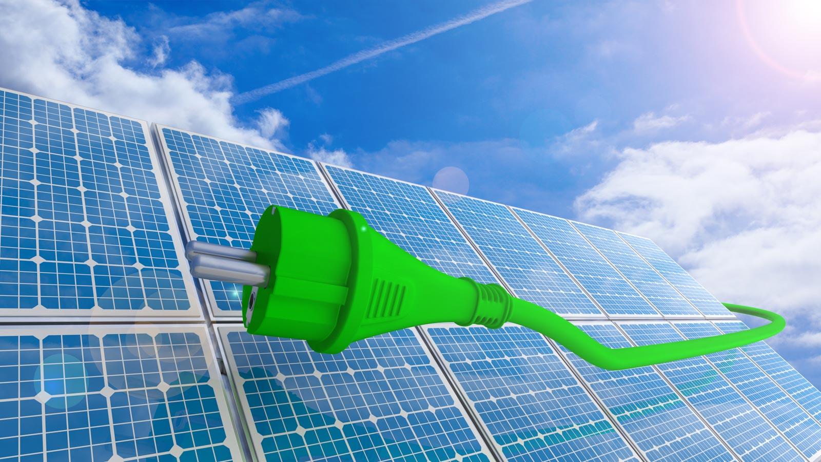 Graphik mit Solarpanels und Stecker vor Himmel