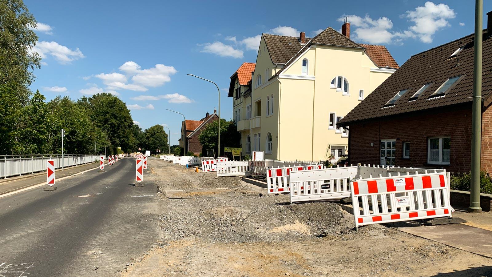 Straße mit umfangreichen Bauarbeiten